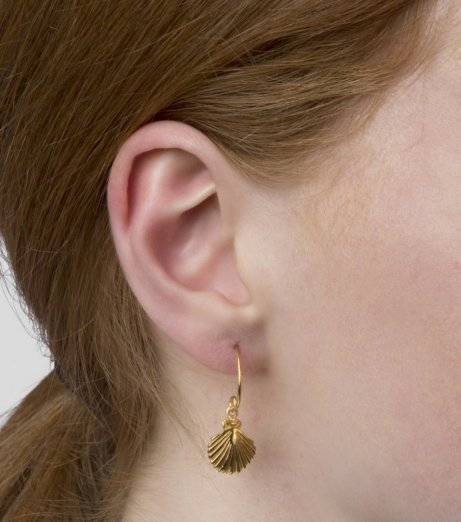 Syster P Beaches shell earrings gold